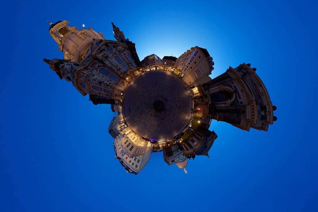 Planet An der Frauenkirche by Boris Boesler.